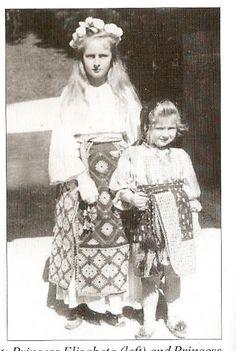 Elisabeta (Lisaveta) și Maria (Mărioara, Mignon), c. Romanian Royal Family, Royal Weddings, Ferdinand, Queen Anne, Vintage Photos, Family Photos, Amen, Marie, Royalty