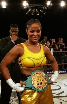 Laila Ali Yes wish she was back boxing again. How can you box and still look good. Laila Ali, Female Boxers, Float Like A Butterfly, Boxing Champions, Sport Icon, Sports Figures, World Of Sports, Muhammad Ali, Boxing News
