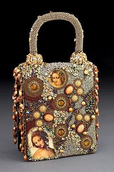 This bag is from the incredibly talented bead embroidery artist Sherry Serafini. Beaded Clutch, Beaded Purses, Beaded Bags, Beaded Jewelry, Vintage Purses, Vintage Handbags, Dolce E Gabbana, Lesage, Unique Purses