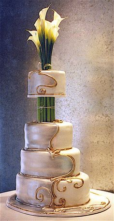 Callalilly Deco    4 tier wedding cake  http://www.rosebudcakes.com