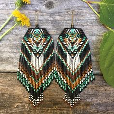 Beaded Earrings Native, Native Beadwork, Native American Beadwork, Fringe Earrings, Native Beading Patterns, Beadwork Designs, Beaded Jewelry Patterns, Seed Bead Jewelry, Bead Jewellery