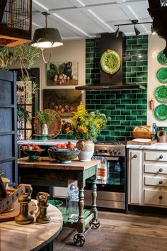 Bling meets Bali in this sensational cottage A designer's dramatic Greytown home channels a little bit of Bali and more than a dash of bling. Cottage Kitchens, Home Kitchens, Interior Design Minimalist, Bali, Rustic Cottage, Italian Cottage, Garden Cottage, Cottage Style, Cottage Interiors