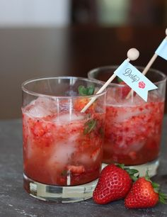 Strawberry Mint Julep Recipe {Non Alcoholic}- tasty recipe for a Derby party. Mint Julep Recipe Non Alcoholic, Non Alcoholic Drinks With Mint, Strawberry Alcohol Drinks, Strawberry Puree, Kentucky Derby Food, Kentucky Derby Party Ideas, Derby Recipe, Derby Day, Derby Time