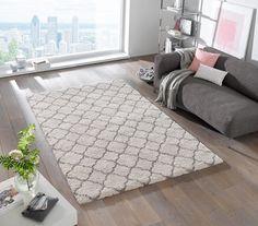Ein moderner Shaggy-Teppich mit Rautenmuster sorgt für viel Flausch im Wohnzimmer. Jetzt auf der Website durchstöbern!
