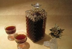 Candle Jars, Candles, Rum, Recipies, Perfume Bottles, Food And Drink, Vase, Drinks, Beauty