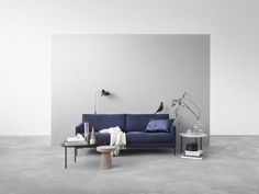 This is the work of Finnish stylist Laura Seppānen for Interface. I like the different living room looks she created in this studio setup and my favorite is the one with the blue sofa. Also, did you n