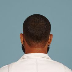 Check out these 25 cool buzz cut styles for clean cut and out there looks. Or go bold with color or hair designs. Buzz Haircut, Waves Haircut, Stubble Beard, Beard Fade, Taper Fade, Buzz Cut Styles, Buzz Cut With Beard, Short Hair Cuts, Short Hair Styles