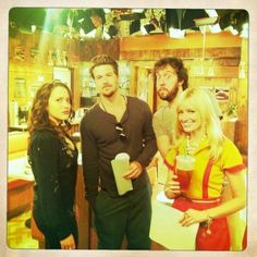 2 Broke Girls cast