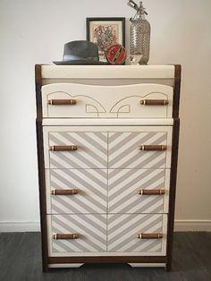 Commode monsieur vintage en bois revampée, art-déco Upcycled Vintage, Vintage Wood, Wood Chest, Grey And Beige, Art Deco Fashion, Wood Art, Dresser, Shabby Chic, Creations