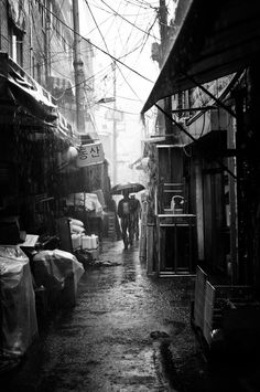 Beautiful, makes me want to step into     this picture and smell the damp dark dirt smells of the     alley...