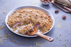 La sbrisolona salata è una sorta di torta rustica resa molto fragrante grazie all'aggiunta di farina di mais e farcita con prosciutto e formaggio. Polenta, Oatmeal, Buffet, Breakfast, Recipes, Food, Pane, Snack, Pies