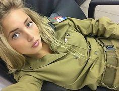 Israeli Female Soldiers, Jordan Royal Family, Israeli Girls, Military Women, Military Outfits, Idf Women, Brave Women, Girls Uniforms, Armada