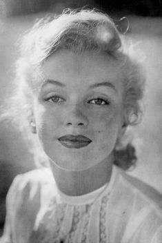 Monroe photographed by J. Eyerman circa -Marilyn Monroe photographed by J. Eyerman circa - marilyn monroe pin up Hollywood Icons, Hollywood Glamour, Classic Hollywood, Old Hollywood, Hollywood Images, Divas, Stars D'hollywood, Marilyn Monroe Fotos, Actrices Hollywood