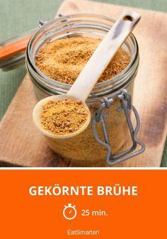 Gekörnte Brühe selber machen und verschenken ▸  http://eatsmarter.de/rezepte/gekoernte-bruehe-0