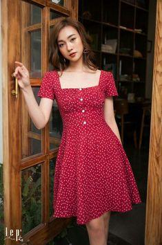 do Vestido Midi! - -Guia completo do Vestido Midi! - -completo do Vestido Midi! - -Guia completo do Vestido Midi! Simple Dresses, Casual Dresses, Short Dresses, Fashion Dresses, Midi Summer Dresses, Red Dress Outfit Casual, Fashion Fashion, Simple Red Dress, Spring Fashion