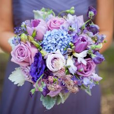 How pretty is this purple bridesmaid bouquet? Totally drool-worthy.