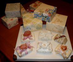 Scatole origami realizzate con carta da parati + saponette decorate.