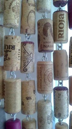 A curtain made of wine bottle corks. Maybe for my RV. Wine Craft, Wine Cork Crafts, Wine Bottle Crafts, Bottle Art, Wine Cork Projects, Wine Cork Art, Deco Restaurant, Wine Bottle Corks, Bottles