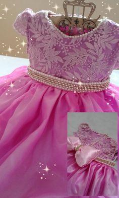 Lindo vestido de festa em cetim, renda e organza. Detalhes em pérolas e strass.  Disponível também em outras cores.    Super luxo para princesas!!!