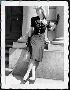 Ceci n'est pas une jupe crayon! Jupe droite des années 40. Photo vintage 1940