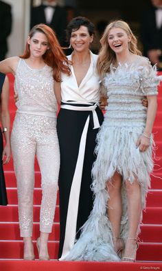 Chloe Grace Moretz Photos - (L-R) Kristen Stewart, Juliette Binoche and Chloe Grace Moretz attend the 'Clouds Of Sils Maria' premiere during the Annual Cannes Film Festival on May 2014 in Cannes, France. - 'Clouds of Sils Maria' Premieres at Cannes Chloë Grace Moretz, Chloé Moretz, Kristen Stewart Cannes, Kirsten Stewart, Dior Haute Couture, Cannes Film Festival 2014, Cannes 2014, Sils Maria, Nikki Reed