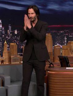 Diletos — angelofberlin2000: Keanu greeting the applauding...