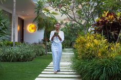 Your personal journey to a new level of wellness: let go of stress, experience the joy of yoga, nourishing organic food and restful sleep in sheer luxury. Joy Of Yoga, The Seventh Seal, Health And Nutrition, Organic Recipes, Journey, Wellness, Balinese, Luxury, Balinese Cat