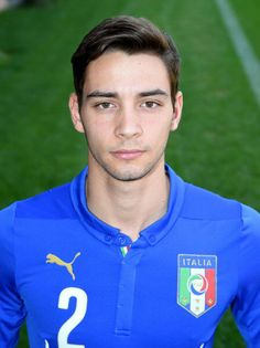 Mattia De Sciglio Photos - Mattia De Sciglio poses during Italy Official Portraits for Brazil 2014 World Cup at Coverciano on June 2014 in Florence, Italy. - Italy Team Photo and Portraits Italy Team, International Football, Italian Beauty, Team Photos, Football Players, World Cup, Polo Ralph Lauren, Portrait, Sports