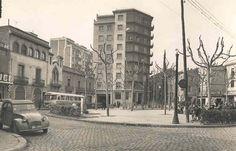 Fotografía encontrada por la Red... Plaza Ibiza, (Horta) Años 50. Ibiza, Old City, Street View, Cities, Google, Anime, Vegetable Garden, Antique Photos, Monuments