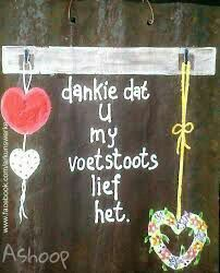 Voetstoots Witty Quotes Humor, Sign Quotes, Wooden Crafts, Diy And Crafts, Beautiful Quotes Inspirational, Afrikaanse Quotes, Goeie More, Sweet Quotes, Pallet Art