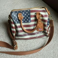 NWT Italian Ynot USA bag This bag is brand new, vegan leather, 2 short straps and 1 long removable strap, 100% clean both inside and outside, no odors, no stains and no marks, worn twice and it is in mint conditions. Internal pocket is perfect. Ynot Bags