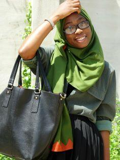 Hijab. Hijab fashion.  Muslimah fashion.  Inspiration.  Green.  Maxi skirt.  Chiffon