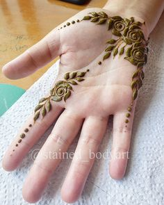 Hina, hina or of any other mehandi designs you want to for your or any other all designs you can see on this page. modern, and mehndi designs Henna Tattoo Designs Simple, Rose Mehndi Designs, Finger Henna Designs, Henna Art Designs, Mehndi Designs For Girls, Mehndi Designs For Beginners, Modern Mehndi Designs, Mehndi Design Photos, Mehndi Designs For Fingers