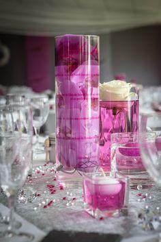 Peu importe la forme, la couleur, ou encore l'écriture utilisée pour votre nom/menu de table tant que ce dernier vous ressemble. A l'image du plus beau jour de votre vie, le nom/menu de table doit être en harmonie avec votre décoration de table et aux couleurs choisies pour l'occasion. Ici, vous trouverez un nom/menu de table cylindrique avec une impression et des orchidées fuchsia : toujours en rapport avec le thème du mariage. Voss Bottle, Water Bottle, Wedding Crafts, Fuchsia, Conception, Impression, Occasion, The Originals, Weddingideas