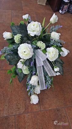 Okazjonalne kompozycje nagrobne Funeral Flower Arrangements, Funeral Flowers, Floral Arrangements, Diy Flowers, Blue Flowers, Paper Flowers, 2017 Wedding Trends, Grave Decorations, Sympathy Flowers