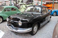 #Panhard #Dyna #Z exposée à la #Cité de l'#Automobile, Collection #Schlumpf, de #Mulhouse. Article original : http://newsdanciennes.com/2015/07/16/on-a-teste-pour-vous-la-collection-schlumpf/ #Cars #Museum #Voiture #Ancienne #Classic