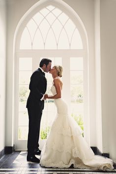 ah-mazing! seriously the most gorgeous wedding dress! fitted waist and but then layered lace 'poof' at bottom <3