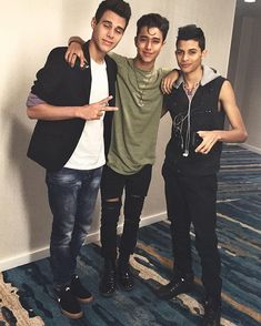 Look how cute they were 😍😍😍 they're still cute now but just look at my babies 😭😍 Zachary Smith, Memes Cnco, Love Of My Life, My Love, Latin Music, Look At Me, Reggae, Boy Fashion, Boy Bands