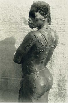 Ornately detailed scarification of an East Congo woman.  Wow. Her physique is amazing, too!