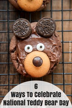 Bear Cookies - These adorable bear cookies are easy to make with a chocolate cookie base, chocolate frosting, 'nilla wafer, m&m candy eyes and mini oreo cookies! Teddy Bear Cupcakes, Teddy Bear Party, Oreos, Teddy Bears Picnic Food, Bear Food, National Teddy Bear Day, Teddy Bear Crafts, Picnic Snacks, Mini Oreo