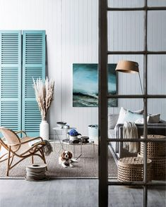 10 Australian Coastal Style Looks There's no place for fuss in a nautical scheme. Clean lines are key: a medley of textures delivers warmth and interest. Beach Cottage Style, Coastal Cottage, Coastal Homes, Beach House Decor, Coastal Style, Coastal Decor, Beach Houses, Modern Coastal, Coastal Bedrooms