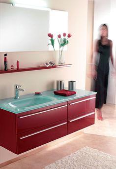 Composizione 2 cm 126. Laccato rosso brillante con maniglie e Lavabo in vetrofuso acquamarina. Euro Bagno arredobagno e Mobili da bagno bathroom furniture since 1973.