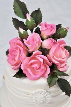 Gumpaste Rose by Edna De la Cruz Sugar Paste Flowers, Icing Flowers, Fondant Flowers, Fondant Rose, Fondant Cakes, Fondant Baby, Fondant Flower Tutorial, Cake Tutorial, Fondant Figures