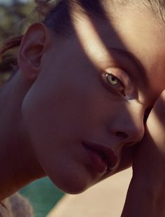 model: frida gustavsson (img) photographer: benjamin vnuk (lundlund) stylist: virginie benarroch hair: lok lau (clm) make-up: dariia day (atomo)