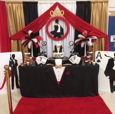 Your Husband or Father is no less than James Bond? Then why not throw him a James Bond Theme Birthday Party! Check out the images below to get some inspiration: Theme: James Bond Occasion: Birthday… Thème James Bond, James Bond Party, James Bond Theme, Adult Party Themes, Casino Theme Parties, Casino Party, Casino Night, Birthday Angel, 50th Birthday Party