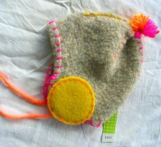 Love the felt earmuffs Bonnet Pattern, Cute Baby Shoes, Recycled Sweaters, Baby Couture, Cute Little Things, Kid Styles, Baby Crafts, Cool Baby Stuff, Baby Sewing