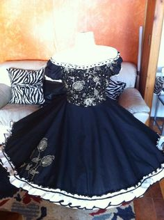 18 septiembre Dance Outfits, Dance Dresses, Cute Outfits, Square Skirt, Evening Dresses, Formal Dresses, Vintage Outfits, Costumes, Skirts