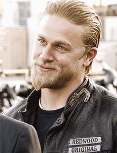 Charlie Hunnam ♥He is so darn sexy! Watch his chicky smile.