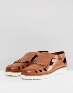 London Brogues Buckle Sandals In Tan - Tan