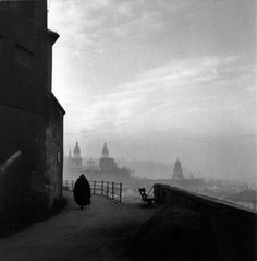 Ernst Haas i like the use of the lighting effect as it makes the image look dark and gloomy by the way the buildings in the background look Book Photography, Street Photography, Timeless Photography, Reportage Photography, Portrait Photography, Great Photos, Old Photos, Louis Daguerre, Look Dark